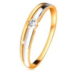 Šperky eshop - Briliantový prsteň zo 14K zlata - číry diamant v okrúhlej objímke, dvojfarebné línie BT179.56/63 - Veľkosť: 54 mm