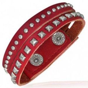 Šperky eshop - Červený vybíjaný náramok z kože - polgule a pyramídky AA2.25