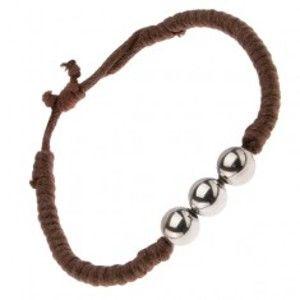 Šperky eshop - Čokoládovohnedý šnúrkový náramok s tromi guličkami striebornej farby S17.08