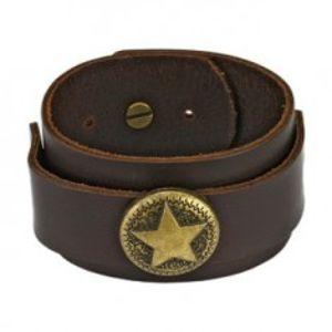 Šperky eshop - Hnedý kožený náramok - vojenská hviezda Q9.1