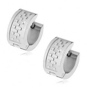 Šperky eshop - Kĺbové náušnice z chirurgickej ocele striebornej farby, vzor šachovnice G16.22