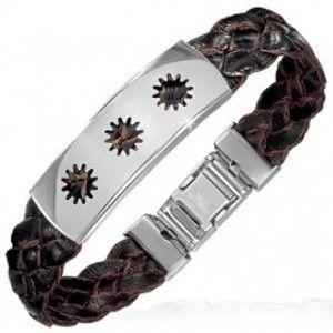 Šperky eshop - Koženkový náramok - hnedý pletenec známka s výrezmi AA8.24