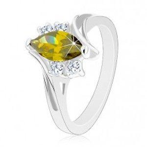 Šperky eshop - Lesklý prsteň so strieborným odtieňom, brúsené zirkóny v zelenej a čírej farbe G13.15 - Veľkosť: 49 mm