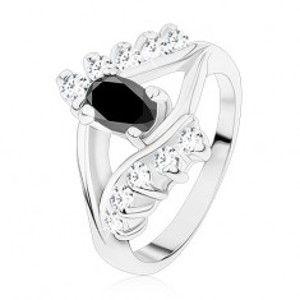 Šperky eshop - Lesklý prsteň v striebornej farbe, hladké a zirkónové línie, čierny ovál S13.12 - Veľkosť: 49 mm
