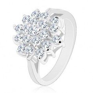 Šperky eshop - Lesklý prsteň v striebornej farbe, veľký kvet z okrúhlych čírych zirkónikov R30.8 - Veľkosť: 57 mm