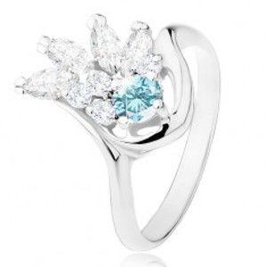 Šperky eshop - Lesklý prsteň v striebornom odtieni, číry zirkónový vejár, svetlomodrý zirkón R31.21 - Veľkosť: 49 mm
