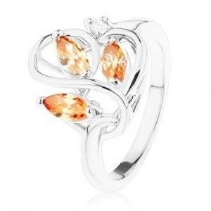 Šperky eshop - Ligotavý prsteň striebornej farby, zvlnené línie, oranžové zirkóny R41.10 - Veľkosť: 53 mm