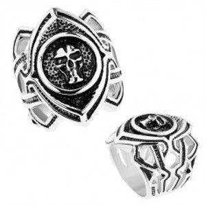 Šperky eshop - Masívny prsteň z chirurgickej ocele, patinované zrnko s lebkou, výrezy Z40.11/12 - Veľkosť: 55 mm