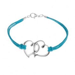 Šperky eshop - Náramok z modrých motúzikov, dva obrysy srdiečok v striebornej farbe SP52.02