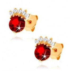 Šperky eshop - Náušnice v žltom 14K zlate - okrúhly granát červenej farby, číra korunka GG89.08