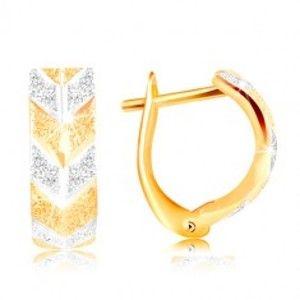 Šperky eshop - Náušnice zo zlata 585 - trblietavý pieskovaný povrch, dvojfarebný vzor V GG217.04