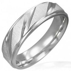 Šperky eshop - Obrúčka z chirurgickej ocele matná so šikmými lesklými pruhmi D8.2 - Veľkosť: 64 mm