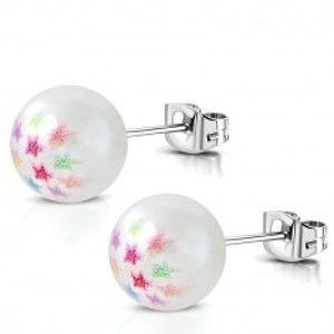 Šperky eshop - Oceľové náušnice - syntetická perlička bielej farby, farebné hviezdičky S20.13