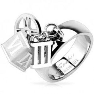 Šperky eshop - Oceľový prsteň s príveskom kocky, obruče, rímskej číslice tri   L2.09 - Veľkosť: 54 mm