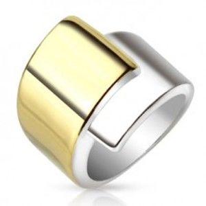 Šperky eshop - Oceľový prsteň, široké prekrývajúce sa ramená zlatej a striebornej farby M03.19 - Veľkosť: 56 mm
