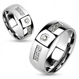 Šperky eshop - Oceľový prsteň, strieborná farba, lesklé hladké ramená, číre zirkóniky HH16.7 - Veľkosť: 65 mm