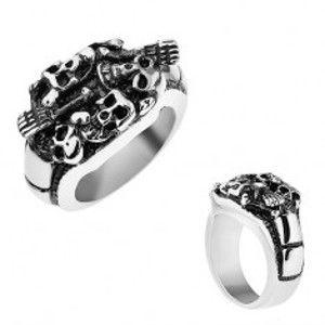 Šperky eshop - Patinovaný prsteň z ocele 316L, strieborná farba, vypuklé lebky a kosti T24.15 - Veľkosť: 57 mm