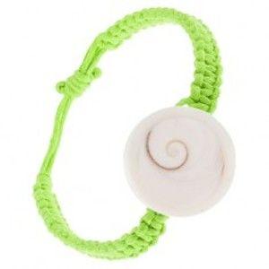 Šperky eshop - Pletený náramok zo zelených šnúrok, biela okrúhla mušlička S10.16