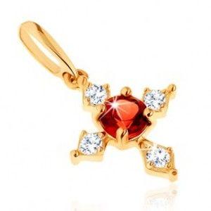 Šperky eshop - Prívesok v žltom 9K zlate - kríž s čírymi zirkónovými ramenami, červený granát GG64.16