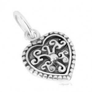 Šperky eshop - Prívesok zo striebra 925 - súmerné srdiečko, ornamentálny kvet s guľôčkou, patina S35.12