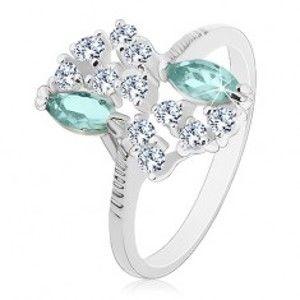 Šperky eshop - Prsteň striebornej farby s vrúbkovanými ramenami, svetlomodré a číre zirkóny S19.23 - Veľkosť: 54 mm
