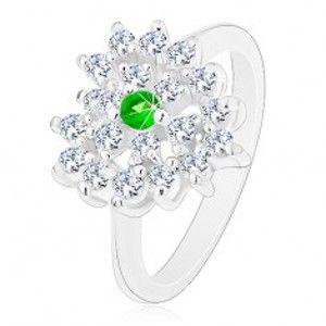 Šperky eshop - Prsteň v striebornej farbe, číre zirkónové srdce s tmavozeleným stredom R44.11 - Veľkosť: 52 mm