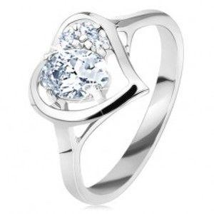 Šperky eshop - Prsteň v striebornom odtieni, lesklý obrys srdca s oválom, číre zirkóniky G09.30 - Veľkosť: 62 mm