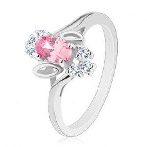 Šperky eshop - Prsteň v striebornom odtieni, ružový brúsený ovál, lístočky, číre zirkóny R29.26 - Veľkosť: 54 mm