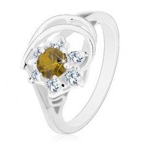 Šperky eshop - Prsteň v striebornom odtieni, zirkónový kvet s olivovo zeleným stredom AC17.12 - Veľkosť: 49 mm