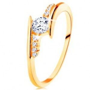 Šperky eshop - Prsteň v žltom 14K zlate - zahnuté ramená, číre zirkónové línie, okrúhly zirkón GG128.09/128.40/43 - Veľkosť: 52 mm