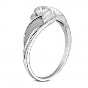 Šperky eshop - Prsteň z chirurgickej ocele striebornej farby, zvlnené ramená, okrúhly číry zirkón M11.33 - Veľkosť: 53 mm