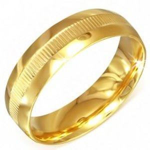 Šperky eshop - Prsteň zlatej farby z chirurgickej ocele s vrúbkovaným pásom BB3.19 - Veľkosť: 59 mm
