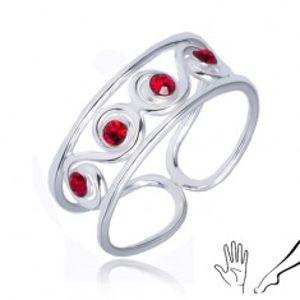 Šperky eshop - Prsteň zo striebra 925 - esíčkový vzor s červenými kamienkami R20.19