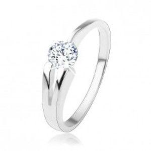 Šperky eshop - Prsteň zo striebra 925, číry okrúhly zirkón, rozdvojené rameno HH2.1 - Veľkosť: 49 mm