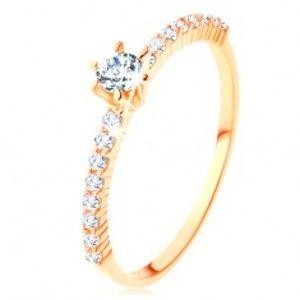 Šperky eshop - Prsteň zo žltého 14K zlata - číre zirkónové línie, vystupujúci okrúhly zirkón GG125.10/125.16/125.19 - Veľkosť: 50 mm