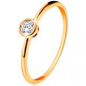 Šperky eshop - Prsteň zo žltého 14K zlata - ligotavý okrúhly zirkón v lesklej objímke GG135.08/35/38 - Veľkosť: 59 mm