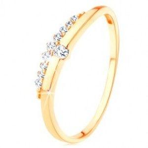 Šperky eshop - Prsteň zo žltého 9K zlata - hladká vlnka s čírym zirkónom, zirkónový pás GG116.13 - Veľkosť: 56 mm