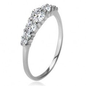 Šperky eshop - Strieborný prsteň 925, väčší a menšie číre zirkóny v kotlíkoch K4.7 - Veľkosť: 54 mm