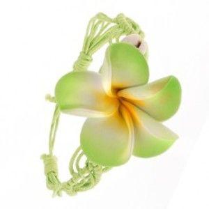 Šperky eshop - Svetlozelený pletený šnúrkový náramok s kvetom, dve lastúry S53.01
