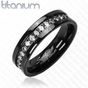 Šperky eshop - Titánový prsteň čierny so vsadenými zirkónmi po obvode D18.9 - Veľkosť: 62 mm
