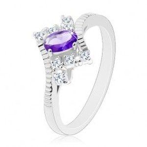 Šperky eshop - Trblietavý prsteň v striebornom odtieni, fialový ovál, číre zirkóny G04.07 - Veľkosť: 54 mm