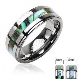 Šperky eshop - Tungstenový prsteň striebornej farby, v strede pás so vzorom mušlí D6.9/AB33.04 - Veľkosť: 51 mm, Šírka: 8 mm