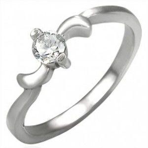 Šperky eshop - Zásnubný oceľový prstienok so zirkónom a lístkami po okrajoch D15.14 - Veľkosť: 55 mm