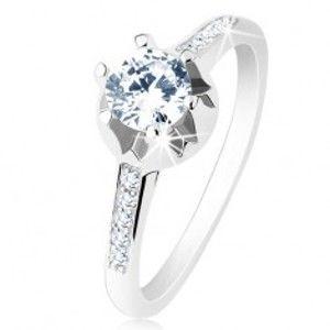 Šperky eshop - Zásnubný prsteň - striebro 925, úzke zdobené ramená, číry zirkón, zdobený kotlík S61.10 - Veľkosť: 54 mm