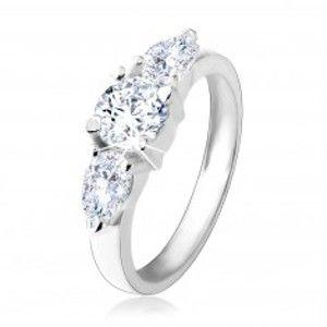 Šperky eshop - Zásnubný prsteň zo striebra 925, okrúhly zirkón, dve číre zirkónové kvapky HH4.6 - Veľkosť: 54 mm