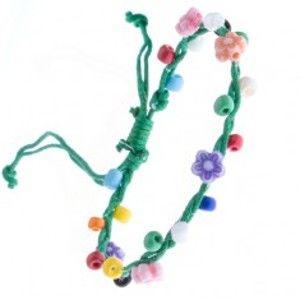 Šperky eshop - Zelený pletený náramok zo šnúrok a farebných kvietkov Z15.15