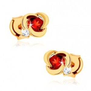 Šperky eshop - Zlaté náušnice 585 - kvet s hladkými lupeňmi a okrúhlym červeným granátom GG88.03