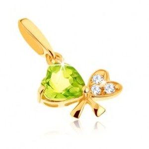 Šperky eshop - Zlatý prívesok 585 - mašľa z dvoch srdiečok, svetlozelený olivín, číre zirkóniky GG90.22