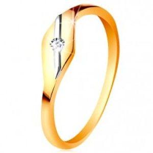 Šperky eshop - Zlatý prsteň 585 - lesklé zrnko, šikmá línia z bieleho zlata a číry zirkónik GG197.87/94 - Veľkosť: 49 mm