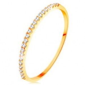 Šperky eshop - Zlatý prsteň 585 - tenké lesklé ramená, ligotavá zirkónová línia čírej farby GG154.29/35 - Veľkosť: 65 mm